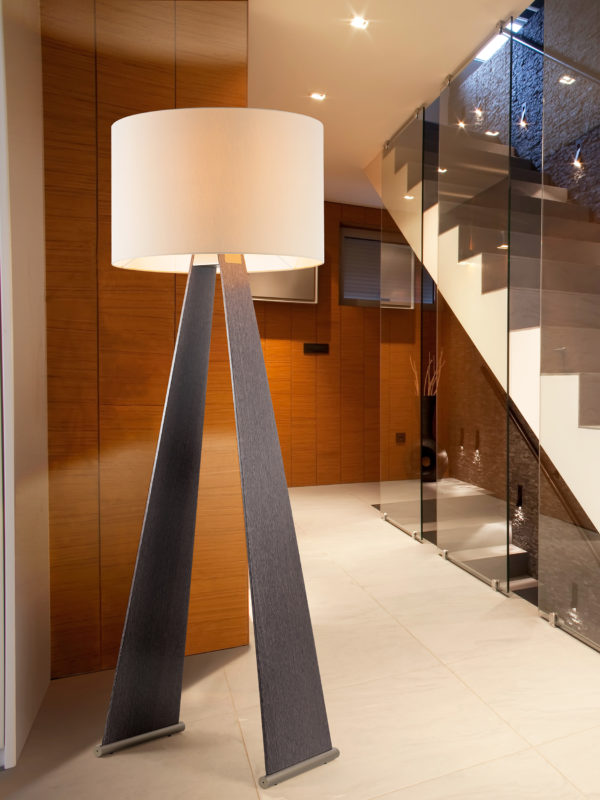 LAMPADA DA TERRA con struttura in legno di diverse essenze e paralume in tessuto: Mexican 315/LT