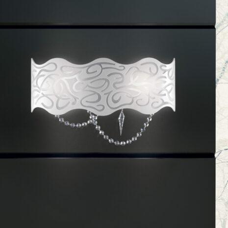 APPLIQUE in vetro curvo bianco latte inciso e struttura in finitura foglia oro o foglia arento e pendenti in cristallo Swarovski: Marea 490/APP