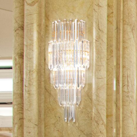 APPLIQUE con triedri in cristallo o triedri e quadriedri in vetro di Murano, disponbili in molti colori, montatura in cromo lucido o oro 24 carati: Cristalli 5005/APP