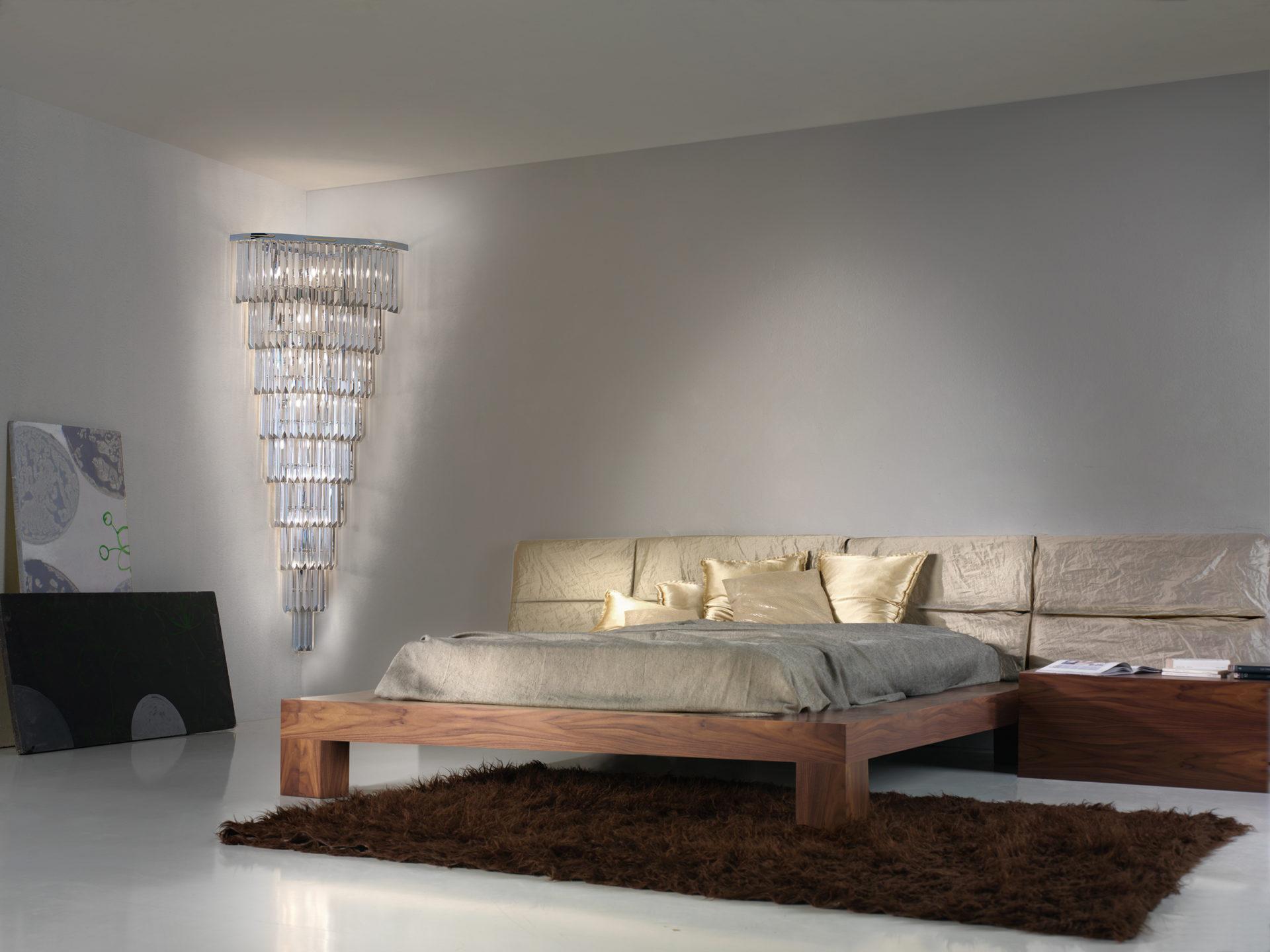 APPLIQUE con triedri in cristallo o triedri e quadriedri in vetro di Murano, disponbili in molti colori, montatura in cromo lucido o oro 24 carati: Cristalli 5074/APP
