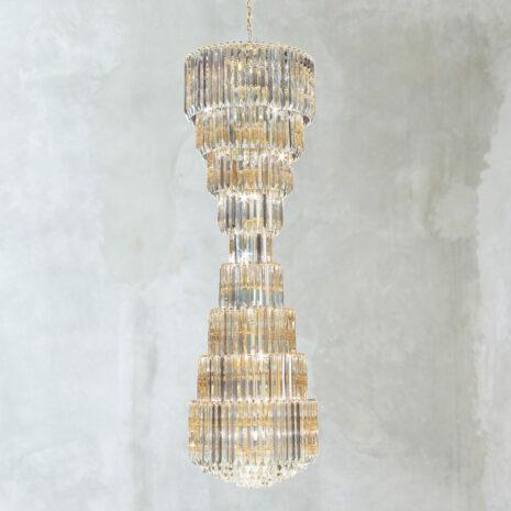 LAMPADARIO con triedri in cristallo o triedri e quadriedri in vetro di Murano, disponbili in molti colori, montatura in cromo lucido o oro 24 carati: Cristalli 6005/60