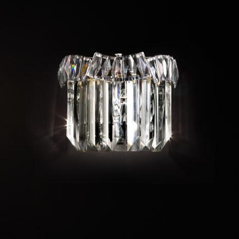APPLIQUE con triedri in cristallo o triedri e quadriedri in vetro di Murano, disponbili in molti colori, montatura in cromo lucido o oro 24 carati: Cristalli 6008/APP