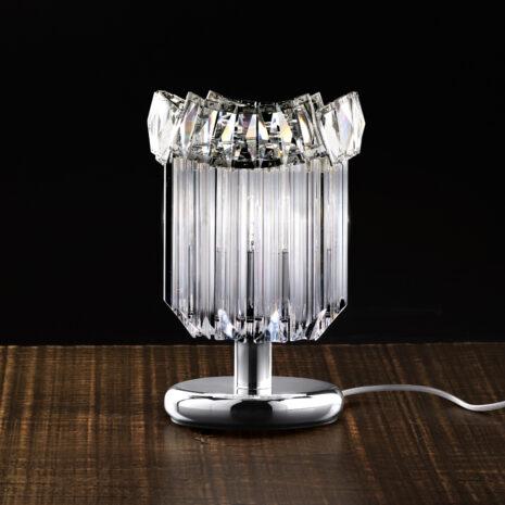 LAMPADA DA TAVOLO con triedri in cristallo o triedri e quadriedri in vetro di Murano, disponbili in molti colori, montatura in cromo lucido o oro 24 carati: Cristalli 6008/L
