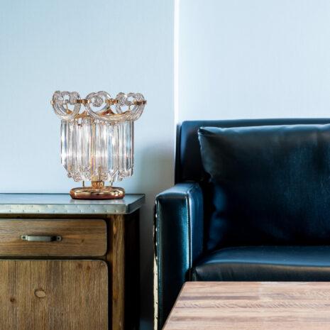 LAMPADA DA TAVOLO con triedri in cristallo o triedri e quadriedri in vetro di Murano, disponbili in molti colori, montatura in cromo lucido o oro 24 carati: Cristalli 6038/L
