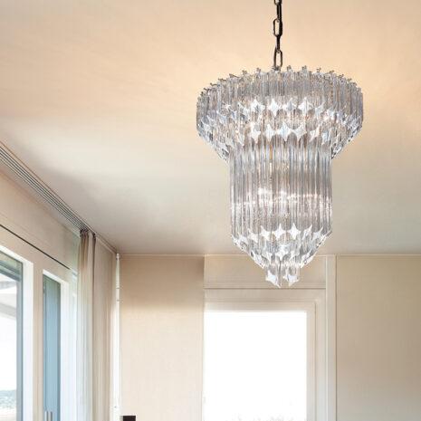 LAMPADARIO con triedri in cristallo o triedri e quadriedri in vetro di Murano, disponbili in molti colori, montatura in cromo lucido o oro 24 carati: Cristalli 7040/60