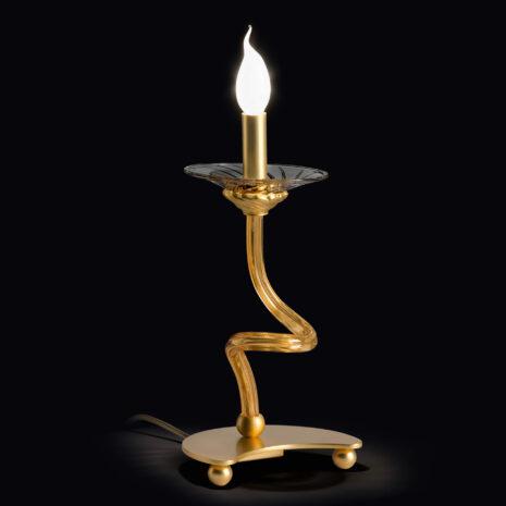 Lampada da tavolo dalle ampie braccia in vetro di Murano disponibili in due colori, con tazzine in cristallo: Intrecci 1730-LP