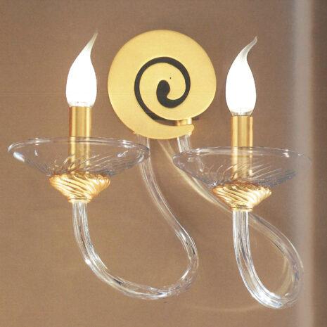 Applique dalle ampie braccia in vetro di Murano disponibili in due colori, con tazzine in cristallo: Intrecci 2035-APP2