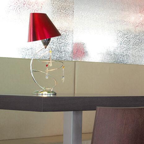 Lampada da tavolo dal design moderno con pendagli in Swarovski Elements e paralumi accoppiati in diverse finiture: Vertigo 460-LP