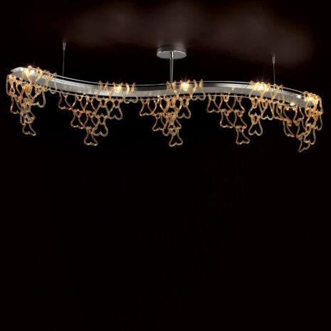Plafoniera composta da il concatenarsi di svariati ganci di vetro disponibile in 5 diversi colori: Legami 500-B