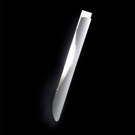 Applique dal design moderno in alluminio martellato e vetro finemente sabbiato: Febe 600-APP