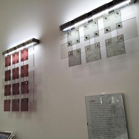 Applique a LED dal design moderno e vetri termoformati di svariati colori: Chic Chic-APP1
