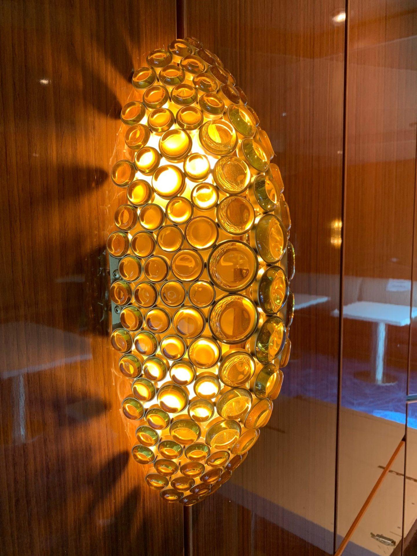 Applique artigianale di lusso all'interno della nave da crociera Rotterdam by Patrizia Volpato