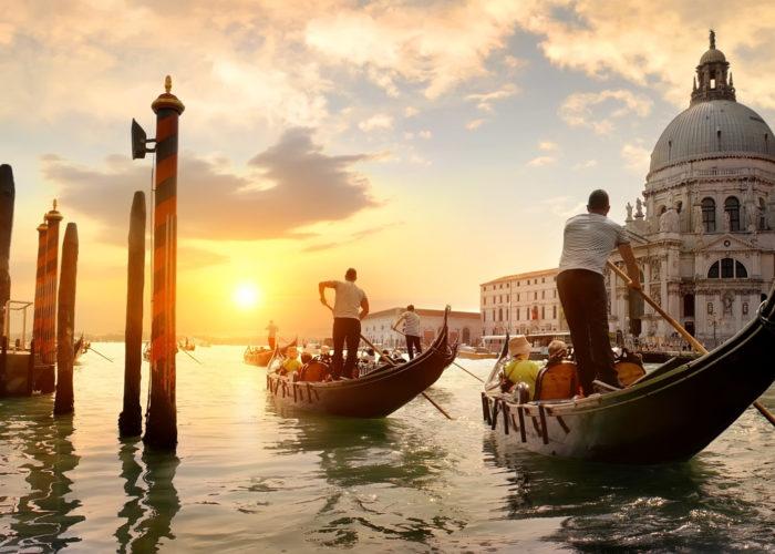 Gondole nel Canal Grande a Venezia